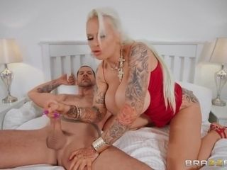 Nasty Mature Sophie Anderson Gets Properly Fucked In Bed