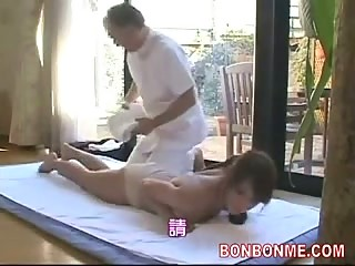husband let wife be fucked by masseur 002