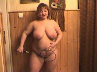 Ripsnorting evil ugly housewife helter-skelter beamy breasts masturbates in the sky cam