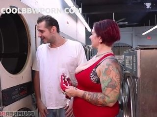 sbbws mommy fucks in laundry - crazy sex video