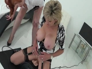 LADY SONIA & RED test the Sybian