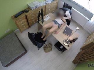 'LOAN4K Versaute Freundin betrügt, um einen Kredit von hinten zu bekommen'