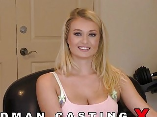 Natalia Starr comes to do porn in Woodman's studio