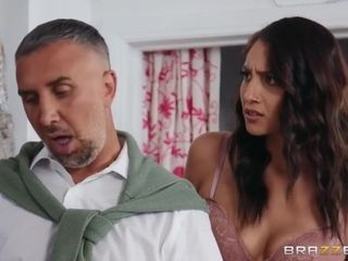 Bella Rolland And Keiran Lee In Shares Big Cock With Lasirena69 In Looker Room