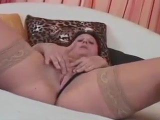 Amateur Mom Simona Fucks Younger Guy