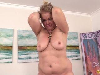 A poking Machine Makes kinky grannie Kelly Leigh ejaculation