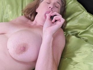 Busty British Housewife Playing With Her Tits And Pussy - MatureNL