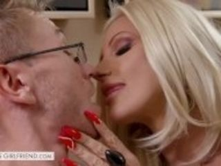 """""""Tonight's Girlfriend - Brittany Andrews gives a first timer the perfect MILF Pornstar Experience"""""""