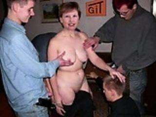 Mme Francoise Moreau mise toute nue dans son agence
