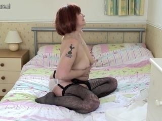Naughty British Mature Lady Playing With Her Wet Pussy - MatureNL
