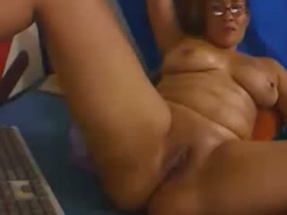 Voluptuous ebony mom fingering and toying her cherry