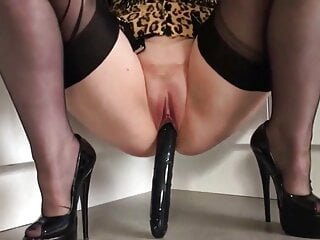 Hot Babe with big tits babe loves vaginal games with diddle.