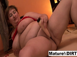 Round mature gets both fuck holes pulverized in a three-way