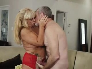 Old dirty twat get fucked