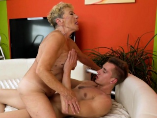 Saggy granny gets their way puristic pussy fucked