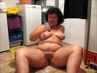 Housewife Butt Naked Cleaning