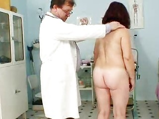 Redhead oma kinky piss hole vaginaexpander inspec