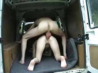 Enculee dans le camion