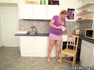 European plumper gilf Dita gets revved on in kitchen