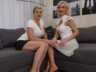 2 molten housewives doing each other