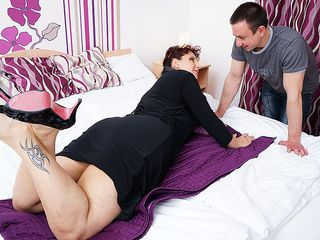 Naughty housewife deepthroats her toyboy's schlong and gets nailed stiff