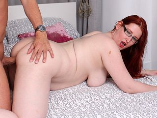 Bootylicious crimson haired milf humping and fellating her paramour
