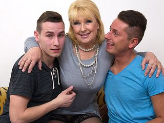 Insane housewife ravaging and deepthroating 2 dudes at once