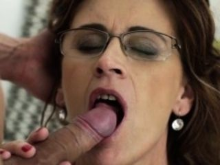Heeled cougar gets cum