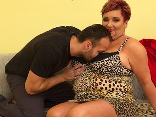 Yam-Sized titted housewife Mireila porking and inhaling
