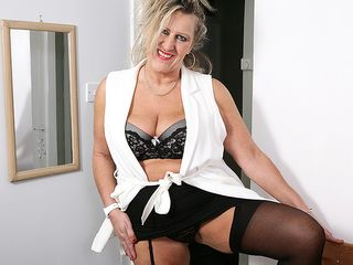 Brit mature chick getting highly horny