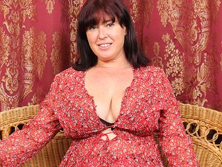 Curvaceous Brit housewife frolicking with her furry slit