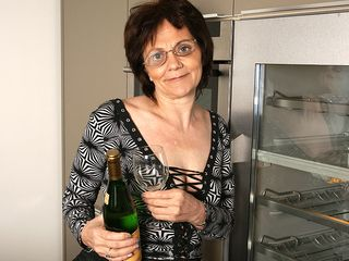 Wild mature tart likes stroking while swallowing wine