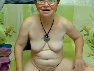 She is yet another mature webcam slut who loves posing naked for me