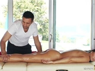 Hot Rachel Starr Housewife Seduced Her Young Servant