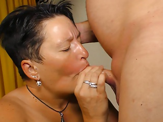 XXX Omas - Amateur mature sex with German brunette granny