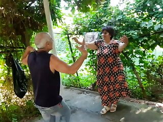 PAWG granny dancing