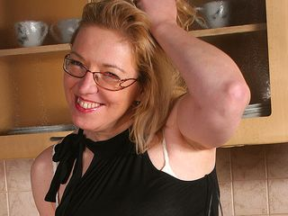 Housewife Jane enjoys to get raw in her kitchen
