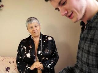 Sam Bourne fucks granny Savana for game controller