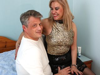 Horny housewife getting ultra-kinky with her paramour