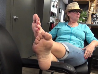 Lin from 1fuckdatecom - Mature tasty feet