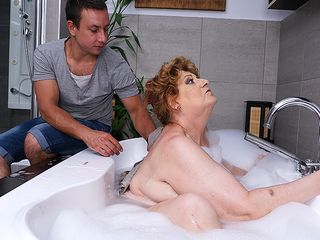 Mature PLUMPER tearing up and deep throating her plaything man in bathtub