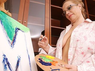 Creative housewife getting kinky during painting