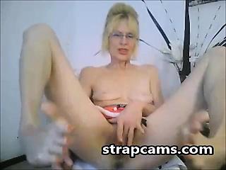 Blonde amateur Granny Fingers Pussy