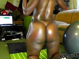 AMATEUR EBONY COUPLE FUCKS AT HOME !!
