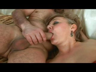 Mature Lady Gets Dirty In Bed