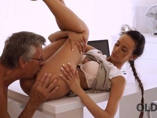 Dazzling Brunette With Ease Seduces Old Boss In The Office With Evelyn Neill
