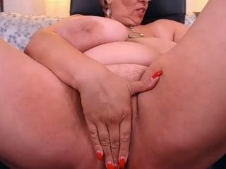 This hot slut with some extra meat on her makes my dick rise