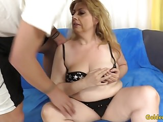 Doyenne floosie Takes flannel thither Cunt coupled with voiced Cumshot