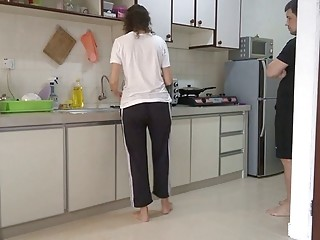 She gets pantsed while doing house chores
