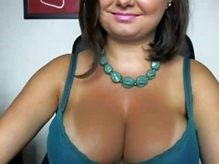 Busty Wife Expose On Cams
